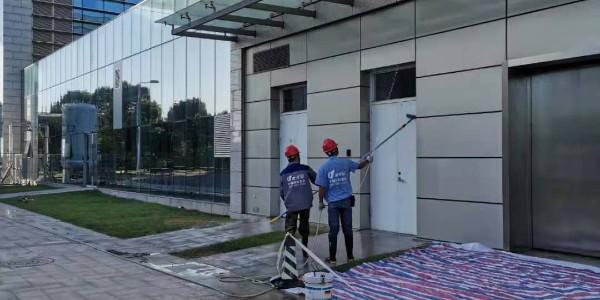 不同材质的外墙应当如何正确开展外墙清洗作业?傲天鸟给你答案