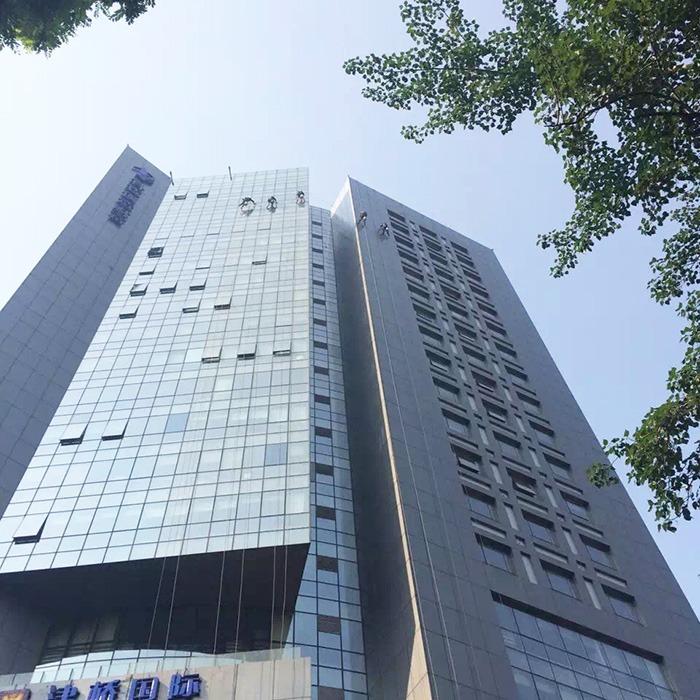 傲天鸟北京人大文化科技园外墙清洗