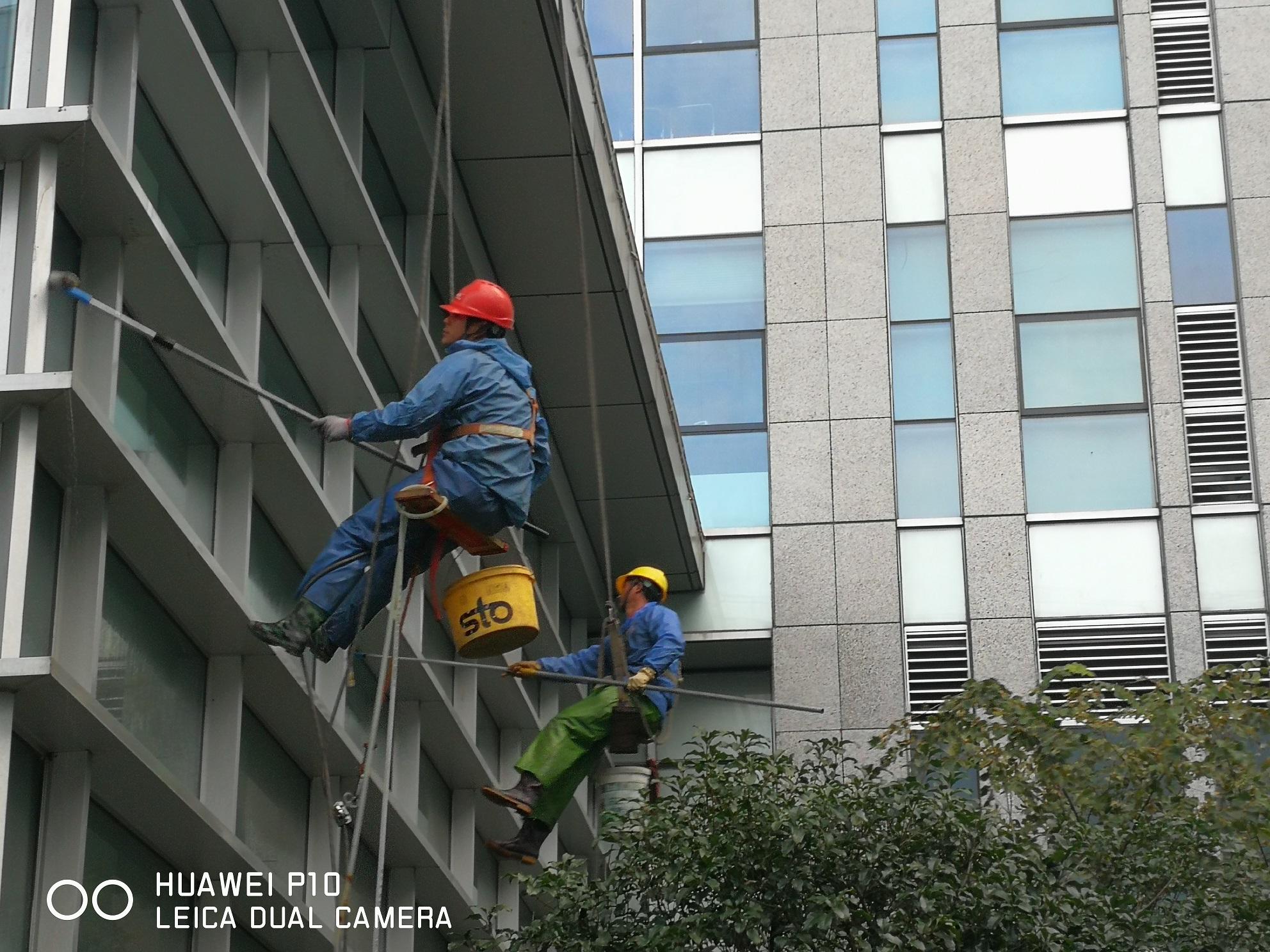 """外墙清洗公司""""蜘蛛人""""的那些事儿"""