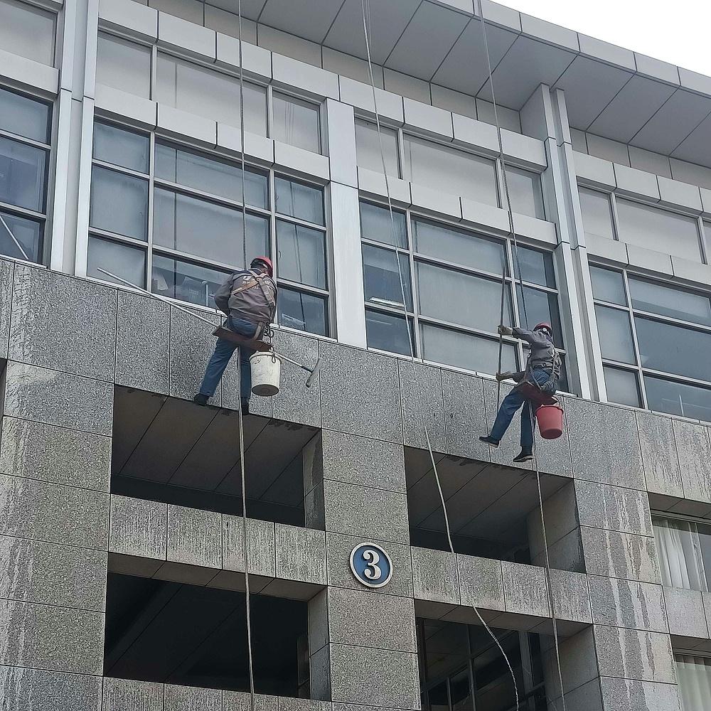 傲天鸟上海交通大学外墙清洗案例