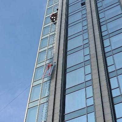 傲天鸟泉州希尔顿酒店玻璃更换案例
