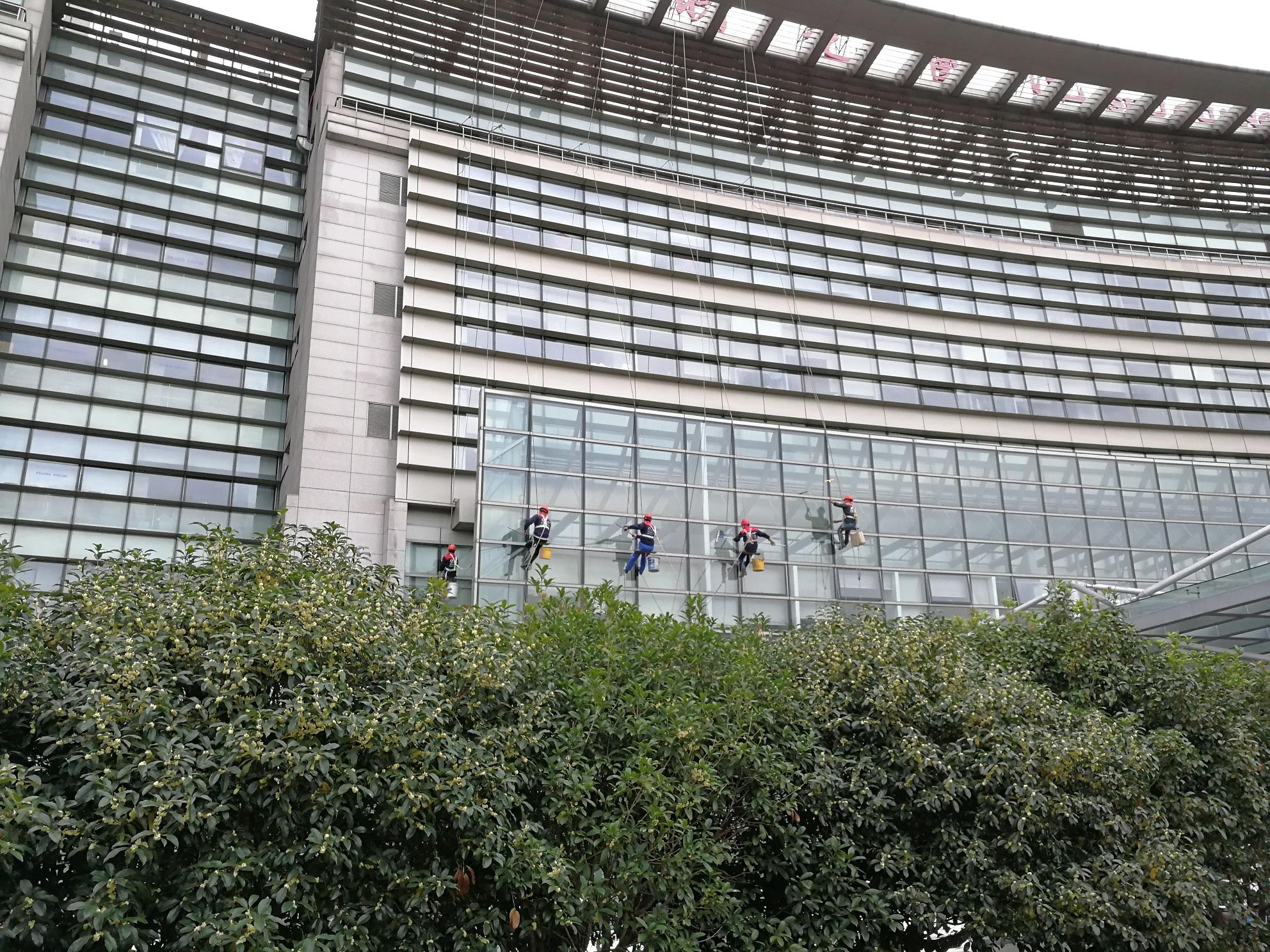 上海曙光医院高空外墙清洗